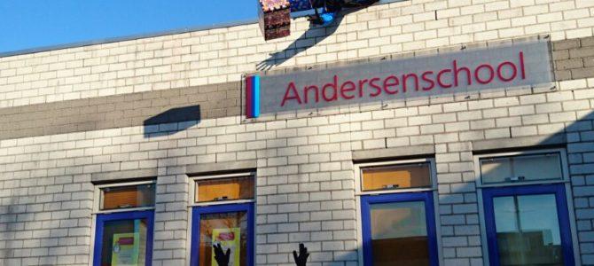 Sinterklaas bezoekt de Andersenschool